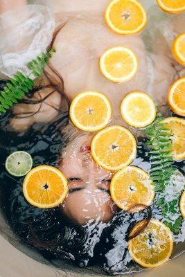 Vitamin C hilft dem Körper, mehr vom zugeführten Eisen aufzunehmen und ist daher ein ratsames Mittel gegen Eisenmangel
