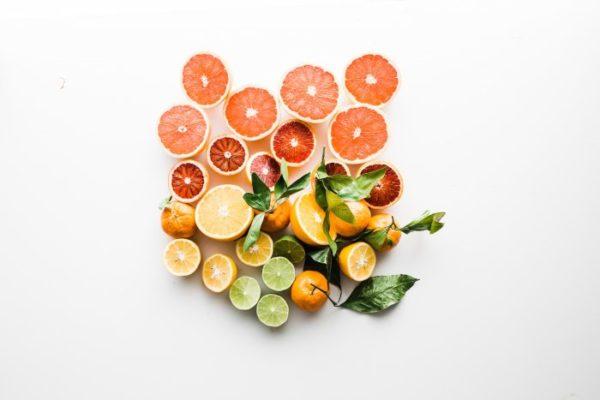 Gegen Eisenmangel hilft es, die Verwertung von eisenhaltigen Lebensmitteln zu verbessern. Das Vitamin C in Citrusfrüchten hilft dabei.