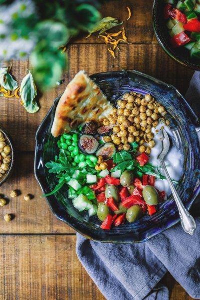 Pflanzliche eisenhaltige Lebensmittel sind z.B. Linsen, weiße Bohnen, Erbsen und Hirse