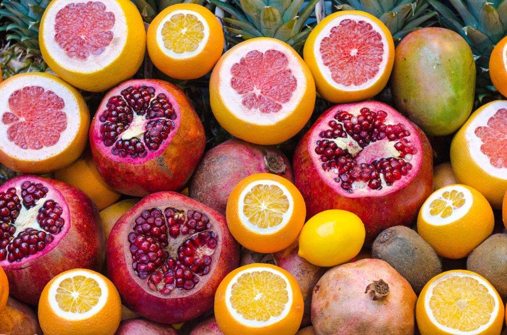 Vitamin C verbessert die Verwertung von Eisen, daher sind Citrusfrüchte ratsam zu eisenhaltigen Lebensmitteln